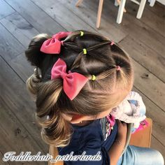 opgestoken haar I made this style yesterday A fun elasticstyle with 2 high pigtails The elastics match her shirt again Do you also find this style so Easy Toddler Hairstyles, Kids Curly Hairstyles, Baby Girl Hairstyles, Princess Hairstyles, Headband Hairstyles, Halloween Hairstyles, Hairstyle Short, School Hairstyles, Prom Hairstyles