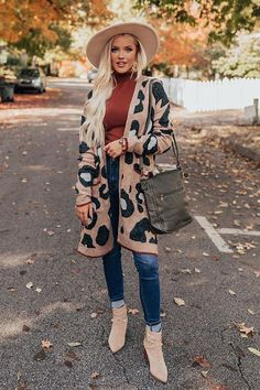 Purple Cardigan Outfits, Leopard Cardigan Outfit, Winter Cardigan Outfit, Leopard Sweater, Winter Fashion Outfits, Fall Winter Outfits, Stylish Outfits, Stylish Clothes, Cute Outfits