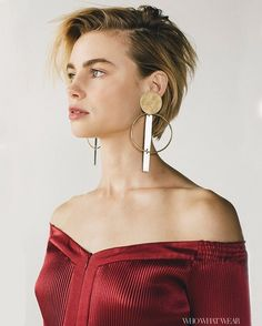 LucyFry makes horror films but can't watch them, teaches body-painting in Costa Rica, and looks frankly stunning in this season's off-the-shoulder styles. Tap the link in our bio to read her honest, brilliant interview.