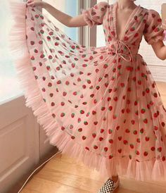 Pretty Outfits, Pretty Dresses, Beautiful Dresses, Fairytale Dress, Fairy Dress, Look Fashion, Fashion Outfits, Fashion Ideas, Strawberry Dress