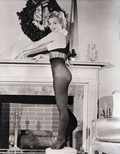 Marilyn Monroe shows us that tights ARE as sexy as stockings…