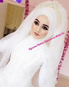 """1,208 Beğenme, 5 Yorum - Instagram'da Tesettür Gelinbaşı & Gelinlik (@aysenazturbantasarim): """"2018 Zerafet Gelinligimiz 😊😍🤗nasil sizce 😍👰😎 #tesetturgelinbasi #ankarakuafor #ankaraturbantasarim…"""" Muslim Wedding Gown, Wedding Hijab, Wedding Gowns, Hijab Bride, Muslim Brides, Dream Wedding, Wedding Dreams, Kaftan, Bridal"""