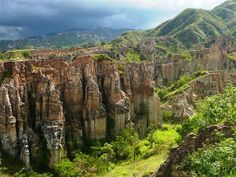 The National Park Estoraques is one of the smallest protected areas of Colombia. Yet it is full of beautiful Canyon landscapes. Colombia South America, South America Travel, Colombia Travel, Country Landscaping, Natural Wonders, Vacation Destinations, Where To Go, Beautiful World, The Good Place