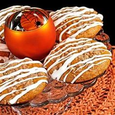 """Addictive Pumpkin Muffins - These """"chewy and perfectly dense"""" muffins are """"so quick."""" Vegetarian Breakfast Recipes, Egg Recipes For Breakfast, Brunch Recipes, Quick Bread Recipes, Muffin Recipes, Sweet Recipes, La Dolce, Dolce Vita, Chocolate Muffins"""