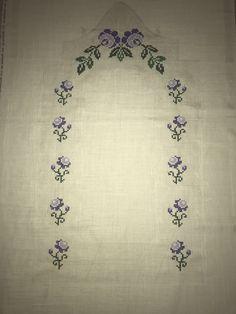 Bordados E Cia, Bargello, Piercings, Violet, Preschool Crafts, Cross Stitch Patterns, Elsa, Embroidery, Bath Towels & Washcloths
