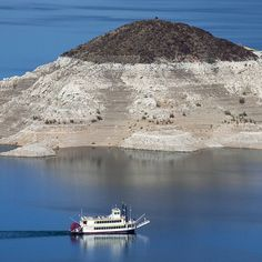 #Lake Mead is drying up.The #water level of the nation's largest #reservoir has dropped to a new low -- its lowest since it was filled in the 1930s. : Mark Henle, The Arizona Republic #lakemead #travel