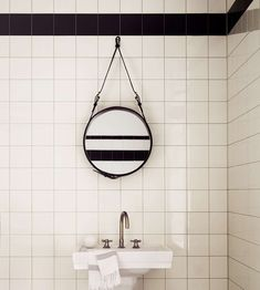 Adnet Circulaire spegel S från GUBI - NordicNest. Diy Bathroom, White Bathroom Tiles, Bathroom Interior, Modern Bathroom, White Tiles, Simple Bathroom, Mirror Bathroom, Bath Mirrors, White Bathrooms