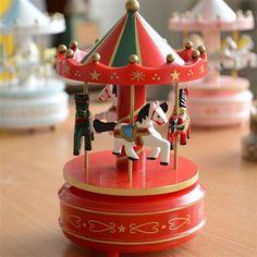 Çocukluğa götüren müzik kutuları... Annemize yalvara yalvara bindiğimiz o atlı karıncalar şimdi istediğimiz her an elimizin altında. 3 farklı renk seçeneği ile Nostaljik Atlı Karınca Müzik Kutusu karşınızda. http://www.buldumbuldum.com/hediye/nostaljik-atli-karinca-muzik-kutusu/