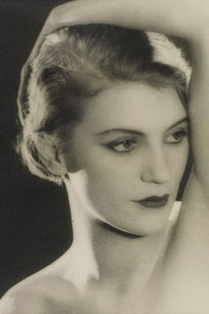Portrait of Lee Miller, by Man Ray, late early Lee Miller, Photo D Art, Foto Art, Tilda Swinton, Maria Callas, Man Ray Photographie, Ute Lemper, Kreative Portraits, Black And White Man