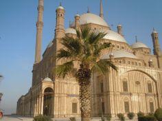 La Mezquita de Muhammad Alí. Fue construida entre 1830 y 1848, y resulta ser la mezquita más visible de la ciudad debido a su favorecida ubicación en lo alto de la Ciudadela.