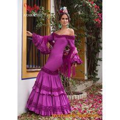 PATRONES DE COSTURA : CÓMO HACER UN VESTIDO DE FLAMENCA CON HOMBROS DESCUBIERTOS Love Fashion, Plus Size Fashion, Fashion Beauty, Fashion Show, Flamenco Costume, Flamenco Dresses, Flamenco Dancers, Spanish Dress, Gypsy