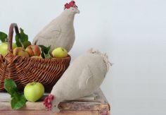 Des coussins poules en lin En guise de déco ou comme coussin d'extérieur,ces poules en lin faciles à réaliserviennent personnaliser la cuisine, le jardin ou le salon pour une ambiance champêtre très originale.