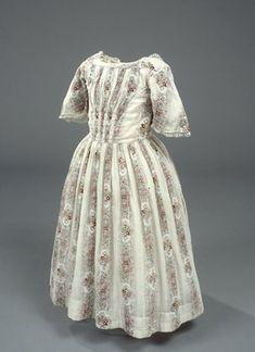 girl's dress 1840 | 1840's Children fan front dress.