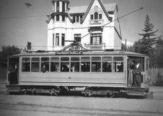 Tranvía por Gran Avenida, sector de El Llano Subercaseaux de Santiago en 1935.