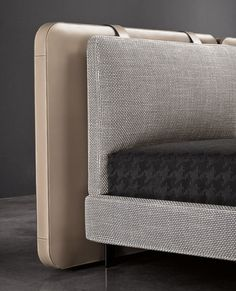 The Minotti Tatlin Bed designed by Rodolfo Dordoni dark brown and black. The detailed workmanship calls to mind refined luggage – particularly in the rounded corners, the stitching and the lush thickness. Shabby Chic Furniture, Bedroom Furniture, Furniture Design, Old Tables, Modul Sofa, Bedroom Bed, Bedrooms, Headboards For Beds, Bed Design