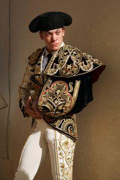 matador / torero ( bullfghter ) big bulge