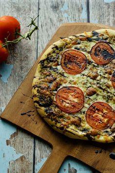 Easy caprese pizza with pesto, mozzarella, tomatoes and balsamic drizzle
