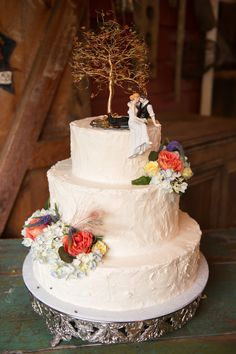 Love this Rustic Wedding Cake! The clever decorator used our Look of Love Sitting Couple Cake Topper underneath a Tree for a stunning look (http://www.weddingfavorsunlimited.com/the_look_of_love_wedding_cake_topper.html)