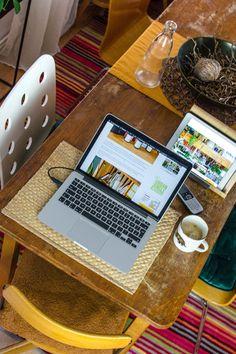 Texter als Freelancer, ist das denn ein Beruf? Ohne viel Aufwand Texte schreiben und dafür gut bezahlt werden? Das klingt fast zu gut, um wahr zu sein. Wie arbeitet ein Texter als Freelancer? Welche Ausbildung benötige ich und verdiene ich damit genug? Hier gibt es Antworten: #texter #freiberufler #jobtipps #freiberuflich #selbstständig #selbständig #jobtips #freiberuflicharbeiten #copywriter #contentcreator #freelancer Affiliate Marketing, Online Marketing, Seo Online, Lifestyle Blog, German, Hacks, Social Media, Interior, Career Training