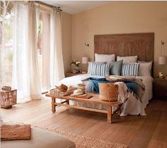 """Se seu quarto tem espaço, traga um desses mobiliários – poltronas, bancos e sofás – para o pé da cama. Eles podem ser uma excelente opção para quem não quer apostar no récamier ou no baú. Essa combinação de cama + """"pós-cama"""" combina com qualquer estilo de decoração, pois essas peças são produzidas em diferentes materiais, além de apresentarem design moderno. Veja e se inspire!    #decoração #decoracao #decor #decoration #decoracion #home #homedecor #homedesign #homeinteriores…"""
