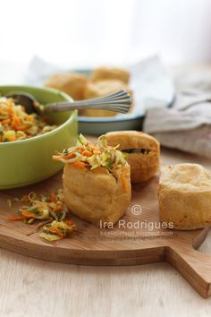 Deep fried stuffed tofu (Tahu isi) is a snack made from tofu stuffed with variants vegetables such cabbage, carrots and bean sprouts. Veggie Recipes, Snack Recipes, Cooking Recipes, Veggie Meals, Tahu Isi, Vegetarian Stuffing, Deep Fried Tofu, Mother Recipe, Kitchens
