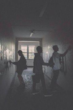 Image of boy, grunge, and graffiti - Home Night Aesthetic, Aesthetic Grunge, Story Inspiration, Character Inspiration, Guzma Pokemon, Photographie Indie, Graffiti, Grunge Photography, Teenager Photography