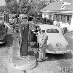 a Ford Deluxe @ a Gulf Gas Station - looks like the car my dad drove to work for years! Old Gas Pumps, Vintage Gas Pumps, Drive In, Old Pictures, Old Photos, Vintage Photos, Pompe A Essence, Gas Service, Old Garage
