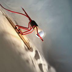 Altiligne TOUT SCHUSS - Lampe à poser Skieur Rouge L27,5cm