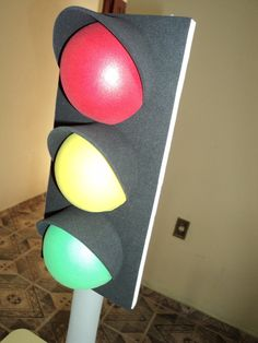 Stoplight party decor using foamboard. Hot Wheels Birthday, Race Car Birthday, Race Car Party, Disney Cars Birthday, Disney Cars Party, Festa Hot Wheels, Hot Wheels Party, Car Themed Parties, Cars Birthday Parties