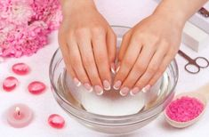 DIY Nail Soak: 6 DIY Soaks for Beautiful, Stronger Nails Diy Nails Soak, Nail Soak, Dry Nails, How To Do Manicure, Manicure At Home, Manicure Steps, Local Nail Salons, Nagellack Design, Strong Nails