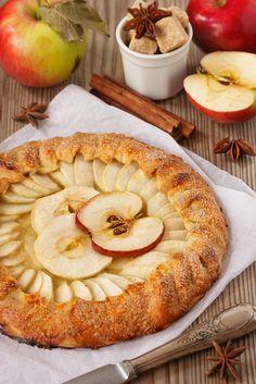 C'est tarte... mais c'est bon !  / Apple pie. / By ZakariaSnow.