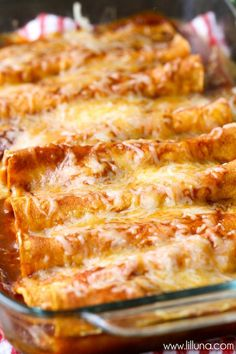 Enchilada Delicious Restaurant-Style Red Cheese Enchiladas - easy and SO good!Delicious Restaurant-Style Red Cheese Enchiladas - easy and SO good! Mexican Dishes, Mexican Food Recipes, Vegetarian Recipes, Cooking Recipes, Vegetarian Cheese Enchilada Recipe, Spanish Food Recipes, Vegetarian Enchiladas, Vegetarian Italian, Veggie Recipes