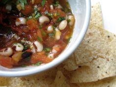 Black-eyed pea salsa Wine Recipes, Mexican Food Recipes, Ethnic Recipes, New Years Traditions, Black Eyed Peas, Chana Masala, Salsa, Dips, Veggies