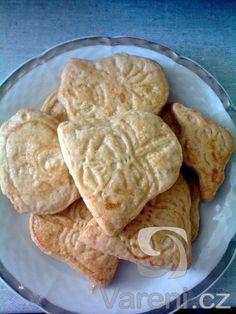 vynikající sušenky s vůní a chutí po másle. 1 ks žloutek  kg… Hummus, Ethnic Recipes, Sweet, Food, Drinking, Candy, Meals