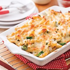 Pennes gratinés, sauce Alfredo aux épinards - Soupers de semaine - Recettes 5-15 - Recettes express 5/15 - Pratico Pratique Sauce Alfredo, A Food, Food And Drink, Vegetarian Recipes, Cooking Recipes, Casserole Recipes, Mashed Potatoes, Macaroni And Cheese, Spaghetti