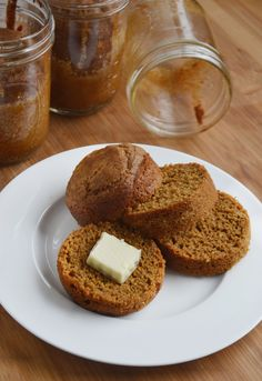 Made with cornmeal, wheat, and rye flours, plus buttermilk and molasses, this brown bread in a jar recipe is the easy way to enjoy a mini Boston classic. bread recipe Brown Bread in a Jar Bread In A Can, Quick Bread, Cake In A Jar, Dessert In A Jar, Dessert Bread, Mason Jar Meals, Meals In A Jar, Mason Jars, Bread Machine Recipes