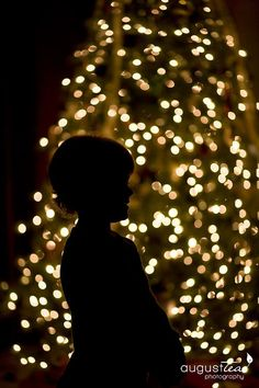 How to photograph a silhouette in front of the Christmas tree