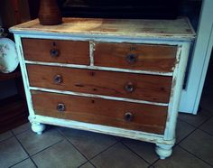 White Shabby Chic 4 Drawer Dresser with Glass Knobs! Painted with Fusion Mineral Paint!
