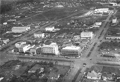 Foto aérea que mostra a área da praça da catedral, volta da Avenida Brasil com Duque de Caxias. A avenida Getúlio Vargas também se destaca na foto. — com Darci Rodrigues. #antiga #avenidabrasil #aerea