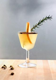 Winter Wedding Signature Drink: Winter Pear Cocktail | Brides.com