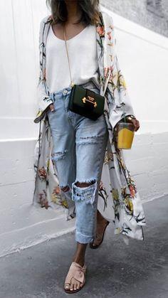 Накидка цветочная+рваные джинсы
