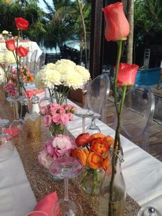CBC164 Riviera Maya weddings / Bodas centerpieces with different vases: coral , orange , light pink m/ Bases diferentes con coral,  narnajas,   blancos ,rosa palo