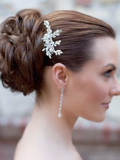 AA-S2259  Romantic and Elegant Crystal Floral Bridal Hair Comb with Pearls and Rhinestones