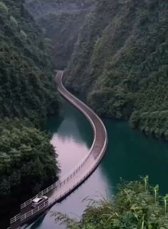 Would you want to drive on this bridge? Descubra os melhores lugares para viajar no mundo Beautiful Places To Travel, Wonderful Places, Places Around The World, Around The Worlds, Vacation Places, Wonders Of The World, Adventure Travel, Travel Trip, Places To See
