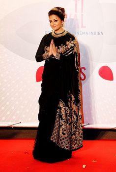 Another look of Aishwarya Rai Bachchan at Cannes Film Festival She looked ravishing in a Sabyasachi Mukherjee black saree embedded with gorgeous gold work! This is Aishwarya's consecutive appearance at Cannes where she represents the brand L'Oreal Paris! Sabyasachi Sarees, Bollywood Saree, Bollywood Fashion, Indian Sarees, Bollywood Actress, Anarkali, Lehenga Blouse, Sharara, Shalwar Kameez