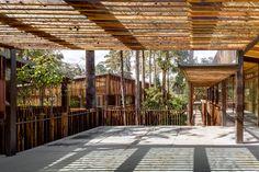 Galería - Arquitectura y Paisaje: Plaza Andaro construida con desechos ferroviarios por CANO | VERA Arquitectura - 15