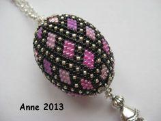 Häkelolive nach Birte Jannsen. Crochet bead by Birte Jannsen.