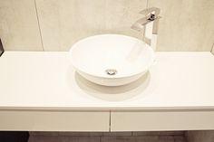 Szafka wisząca pod umywalkę. Lakierowany MDF