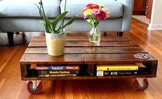 desain meja makan keluarga dari kayu peti kemas bekas. Suduh umum di dunia orang orang menggunakan meja sebagai wadah di mana hidangan makanan di suguhkan. Memiliki meja yang unik namun tetap fungsional tentu menjadi daya tarik tersendiri bagi sebuah ruang interior.