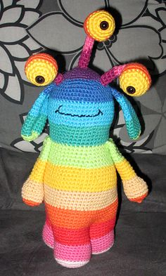 The pattern creates a 3-legged monster, that can be made with 1 - 30 colours, all to your liking.
